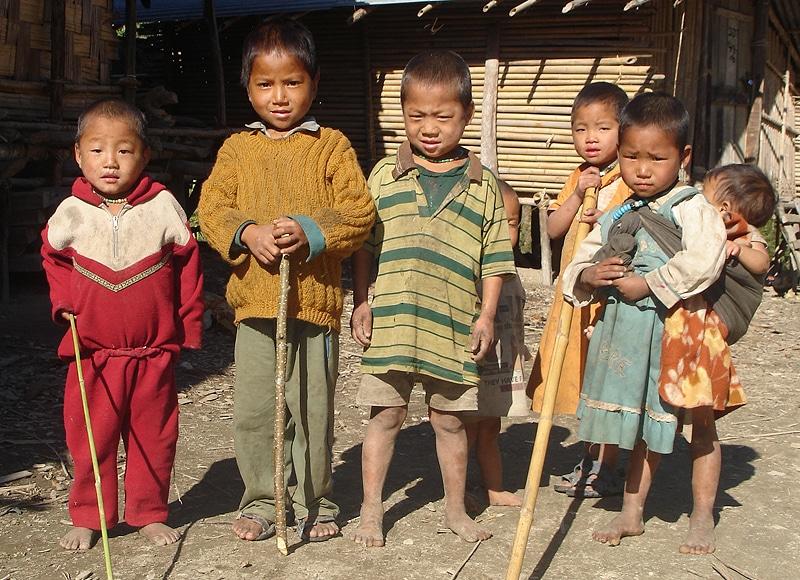 Ohne Bildung, unterernährt und mangels medizinischer Versorgung sterben in den Bergen 4 von 10 Kindern vor dem 5. Geburtstag.