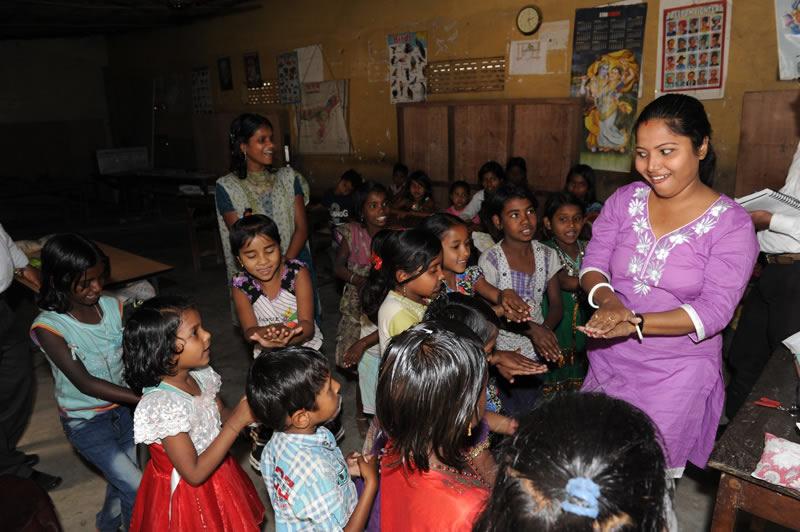 In den 35 ärmsten Stadtteilen haben wir nun Brückenschulen eröffnet, in denen die Kinder auf den regulären Schulbetrieb vorbereitet und dafür motiviert werden.