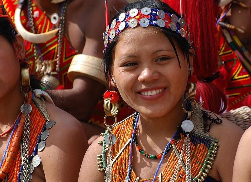 Mehr als 200 kleine Stämme mit eigenen reichen Traditionen siedeln in den Hügeln.