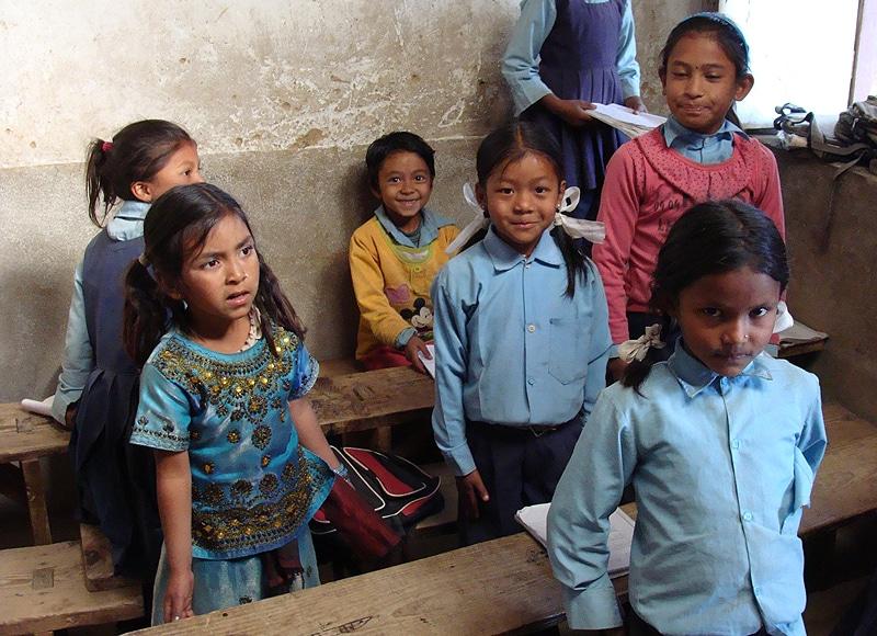 Auch die Schulen sind in dem bergigen Land vielfach immer noch in einem erbärmlichen Zustand.