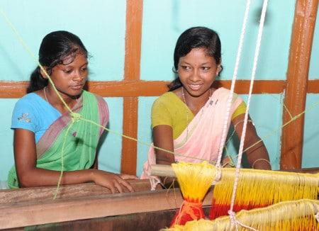 Weberinnen-in-Berufsbildungszentrum-Amguri-20110925