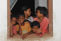 Abendschule-fuer-Kinder-in-Teegaerten-Assam-Childaid-Network-20100930