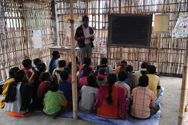 Aktuell besuchen fast 9.000 Jugendliche die Abendschulen von Childaid Network in Nordostindien. Erstmals lernen sie Lesen, Schreiben und Rechnen und vieles mehr.