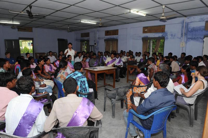 Inzwischen werden 300 Lehrer kontinuierlich begleitet, fortgebildet, eingesetzt.