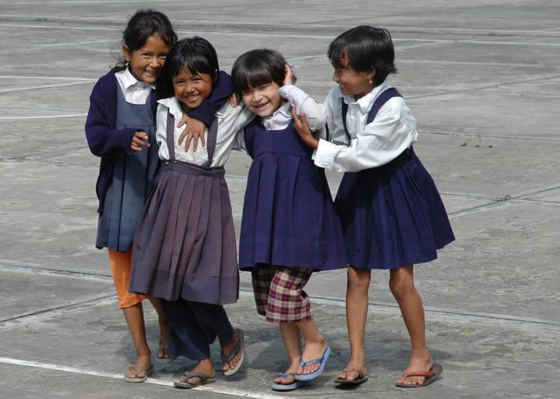 In Partnerschaft mit den Menschen vor Ort realisieren wir Projekte für die Ärmsten der Armen. Inzwischen fördern wir die Grundbildung und Ausbildung von über 30.000 Kindern und Jugendlichen.