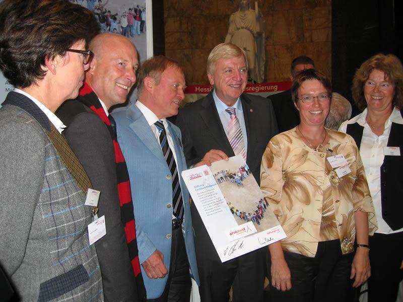 Für den Einsatz unseres ehrenamtlichen Teams und die Qualität unserer Projekte wurden wir aus den 1700 Stiftungen Hessens 2011 zur Stiftung des Jahres gewählt.