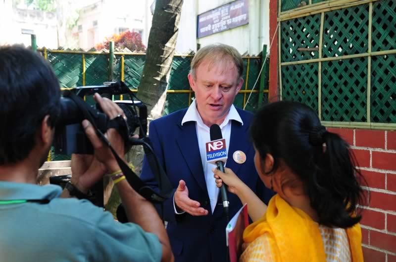 Von Beginn an begleiten Presse und Fernsehen die Tour intensiv.