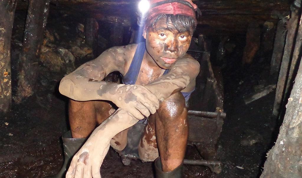 Junge-in-Kohlemine-Meghalaya-Nordostindien