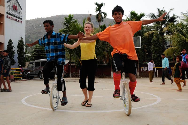Besonderen Anklang fand das Einradfahren – es schult nicht nur das Gleichgewicht, sondern auch den Teamgeist und das Selbstvertrauen.