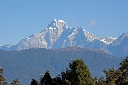 Between the high mountains of Bhandar, we are rebuilding projects in Nepal - for children's rights and education.