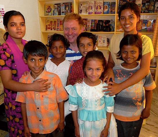 vorne mitte, 2008 (vorne rechts ist Deepali)