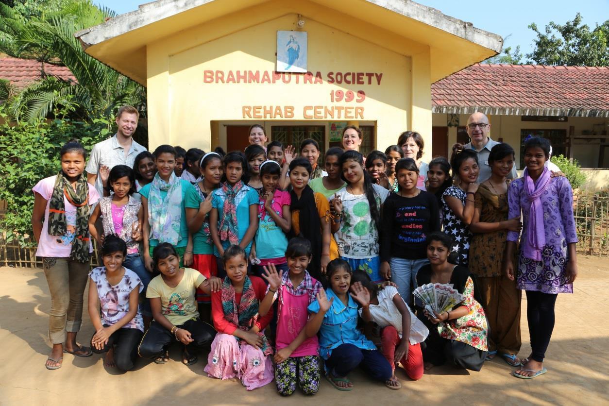Alle Mädchen des Heims Jyoti im November 2016