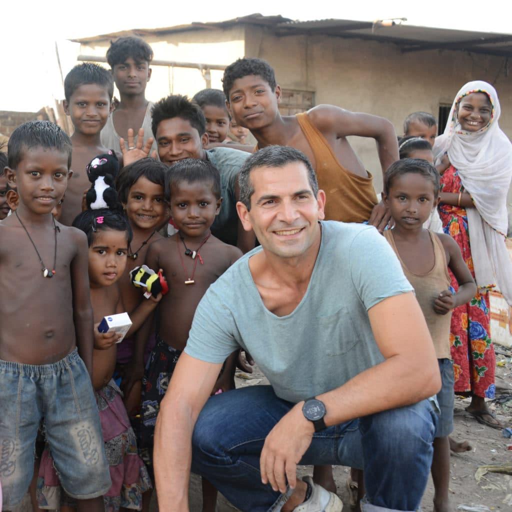 Mitri Siri bei den Müllkindern in Guwahati